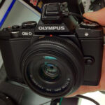 Panasonic Lumix パンケーキレンズ 20mm f1.7 マイクロフォーサーズ と Olympus OM-D EM-5