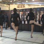 パンスト「脚女(アシージョ)」がJR品川駅に出現!2014/4/1-5/11:00-20:00まで アツギのプレーンストッキング『ASTIGU』(アスティーグ)