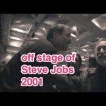 Off stage of Steve Jobs 2001 基調講演後のオフステージのスティーブ・ジョブズ