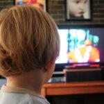 「テレビやDVD2時間以上」は3割 2歳児の母に大規模調査 母親の年齢が若いほど時間が長い傾向