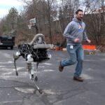 Google傘下BostonDynamicsがすこしだけ可愛いSPOT犬を公開!