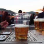 画期的なビアサーバー!グラスの下からビールを注ぐ?