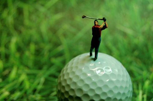 斜陽化するゴルフ産業 1.9兆円(1992年)から9,010億円(2013年) 1