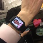 世界初!AppleWATCH用の選挙ポスター 電車内腕時計広告?