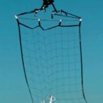 空中での捕物合戦!不審なドローンを網で捕獲する警視庁ドローン
