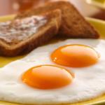 『コロンブスの目玉焼き』って知ってる?1つの卵から2つの目玉焼きを作る方法