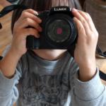 5歳児にファインダーカメラを渡してみたら…見事にカメラ猿に変身した理由 LUMIX DMC-G3