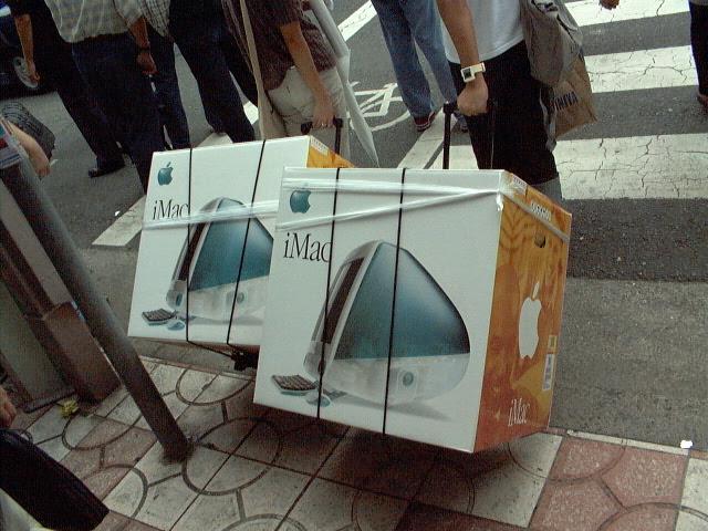 1998年 初代iMac 発売 ボンダイブルーのトランスルーセントデザイン 13